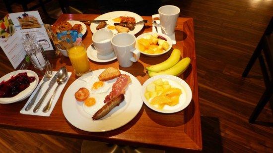 Holiday Inn London Bloomsbury : breakfast (libre-service)