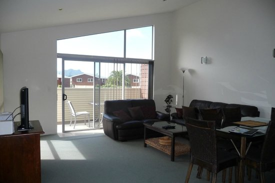 Oceans Resort Whitianga: Living area