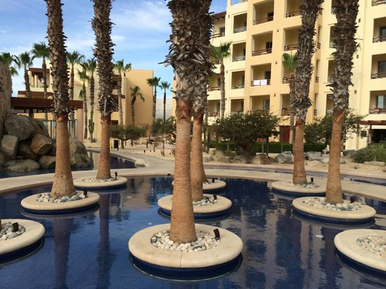 Pueblo Bonito Pacifica Golf & Spa Resort: Well kept grounds