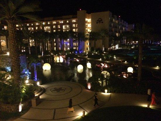 Hyatt Ziva Los Cabos : The hotel at night
