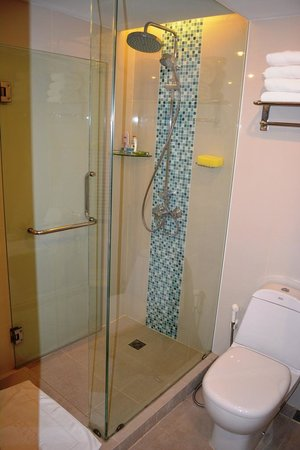 Andaman Beach Suites Hotel: Bathroom