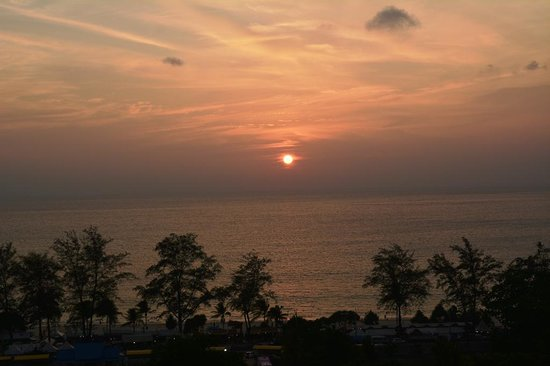 Andaman Beach Suites Hotel: Sunset view from room 1505