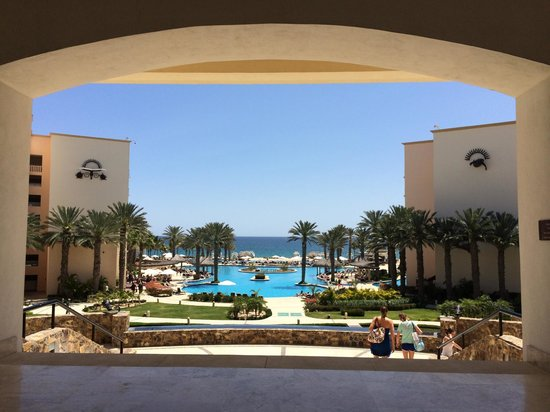 Hyatt Ziva Los Cabos : The pool area from the lobby