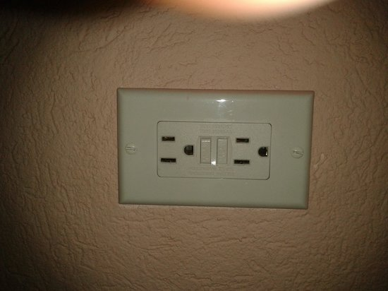 Butterfly Beach Hotel : Electrical sockets @ Butterfly