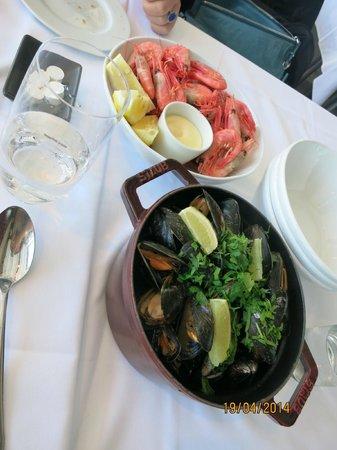 Lofoten Fiskerestaurant: shrimp and mussels