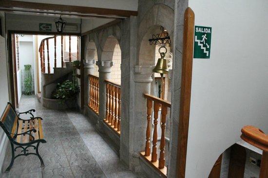 Hotel Chincana Wasi - La Casa Escondida: Corredor