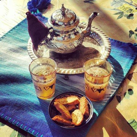 Dar Rif Kebdani: Té tradicional de bienvenida ¡Riquísimo!