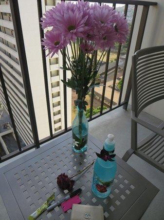Hyatt Place Waikiki Beach : flowers from Ed. Lovely