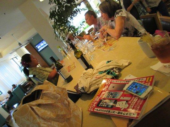 Hyatt Place Waikiki Beach : wine tasting at bar