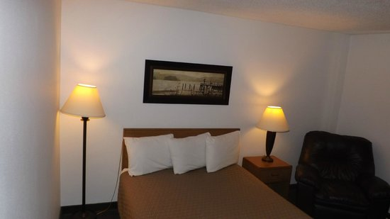 Americas Best Value Inn & Suites Northfield: Guest room