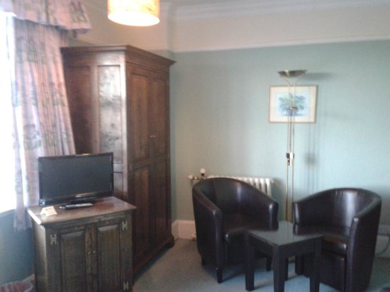 The Dales Country House Hotel: TV and seats
