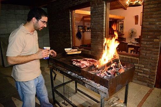 Lujan de Cuyo B&B : Ignacio fires up the asado.