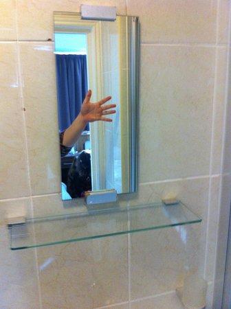 King Solomon Hotel : Anchísimo espejo de baño.