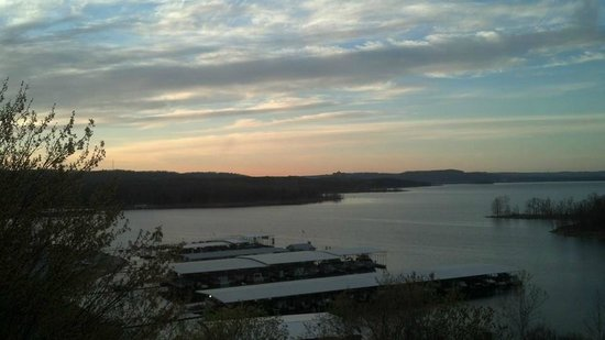 Rock Lane Resort and Marina: Early morning view of Table Rock Lake from room