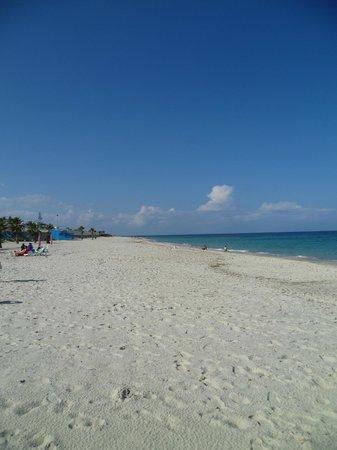 El Mouradi Club Kantaoui : Spiaggia di fronte al Club