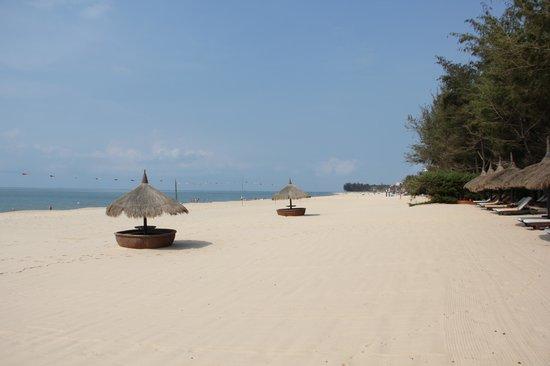 Cham Villas : Hotelstrand
