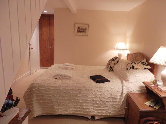 Gladstone House: Room #3