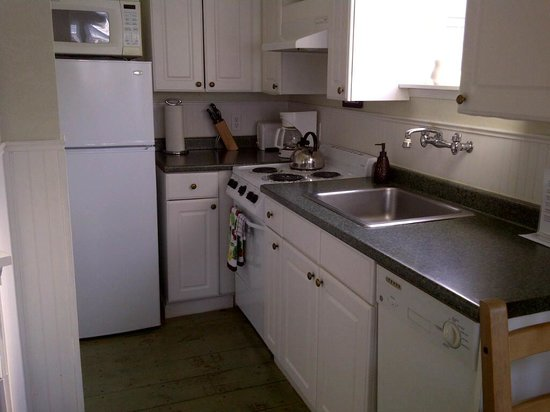 Boardwalk Cottages: fully equipped kitchen!