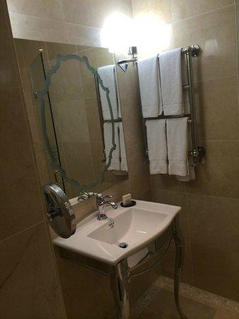 Hilton London Syon Park: Junior King Suite
