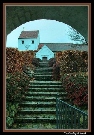 Horning, เดนมาร์ก: Porten åben - kirken lukket.