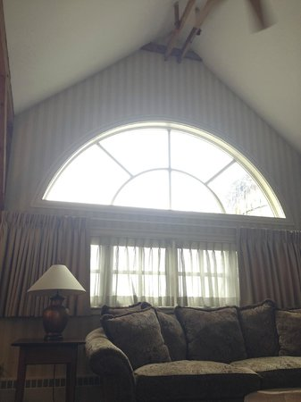 Bedford Village Inn: High Ceilings and a wall of windows