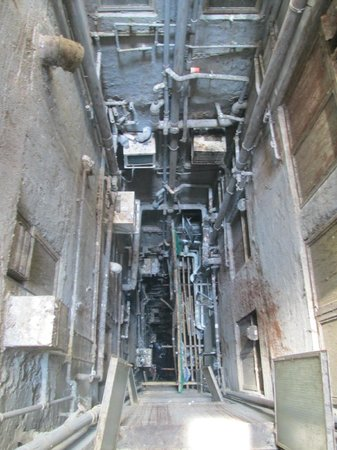 Australian Guesthouse: View of the ChungKing Mansions ventilation patios