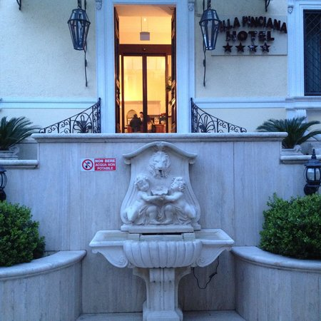 Hotel Villa Pinciana: The Entrance