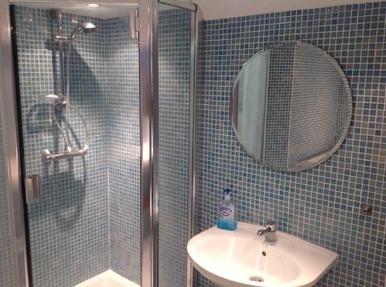 The New Sandygate Holiday Flats: bathroom