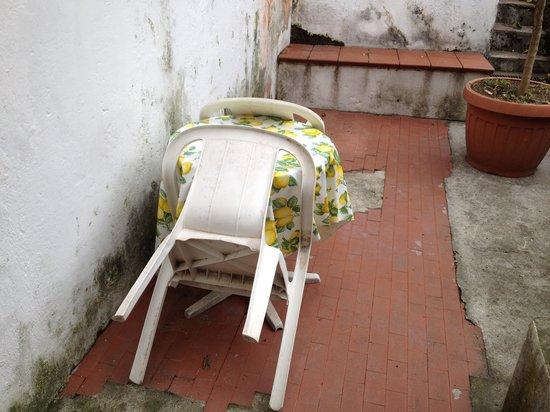 Hotel Amalfi: Terraza habitacion jardin