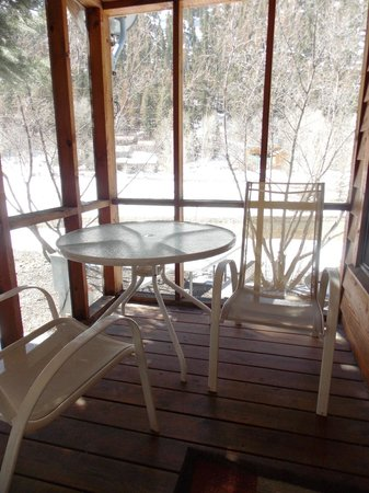Ouray Riverside Inn and Cabins: Imogene Porch