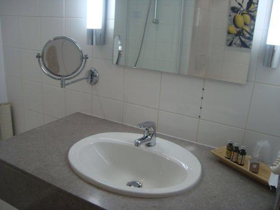 Velotel Brugge: Produtos de higiene satisfatórios.