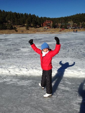 Evergreen Lake: Elizabeth skating for the first time in her life