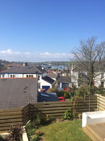 Highcliffe Contemporary Bed and Breakfast: The view from Room 1 - the harbour looked stunning!