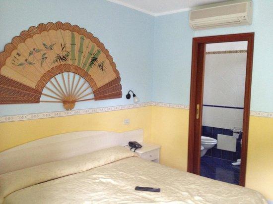 """Hotel Amalfi: Habitacion del """"xalet"""" como ellos dicen para referirse a eso"""
