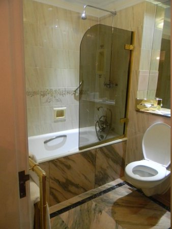 Thistle Hyde Park: bathroom