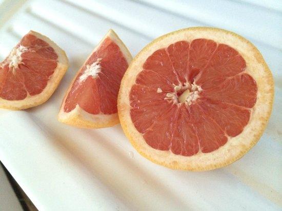 Little Paradise Hotel: Grapefruit Left by Owner