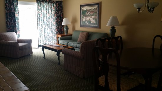 The Historic Powhatan Resort : Living room