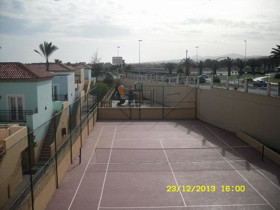 Broncemar Beach: Tennis Court