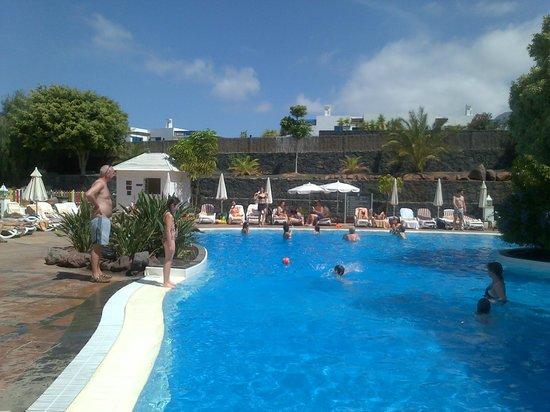 Dream Gran Castillo Resort: great day at the pool