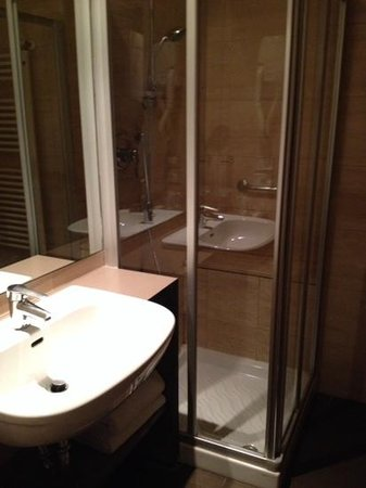 Wall Art Aparthotel Prato: salle de bain