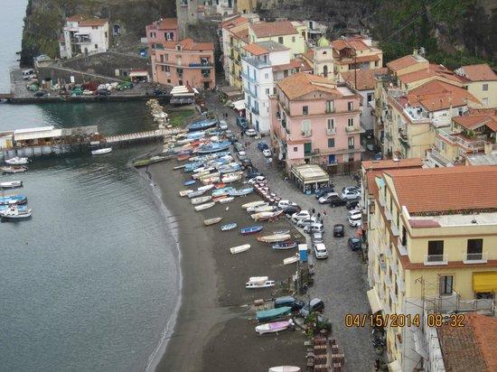 Maison La Minervetta: fishing village below