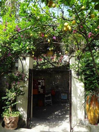 Al Palazzo: Entrance