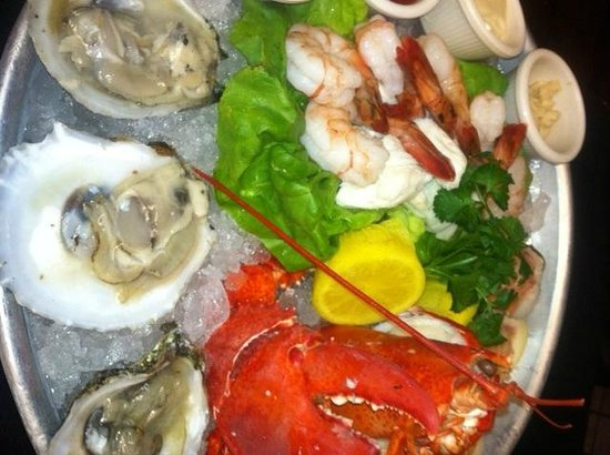 The Coach Grill: Seafood platter