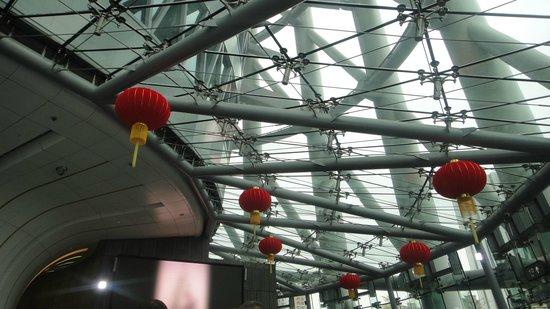 Canton Tower : китайские фонарики наверху внутри