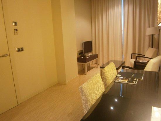 Sercotel Boulevard Vitoria Hotel : vista del salón de la suite