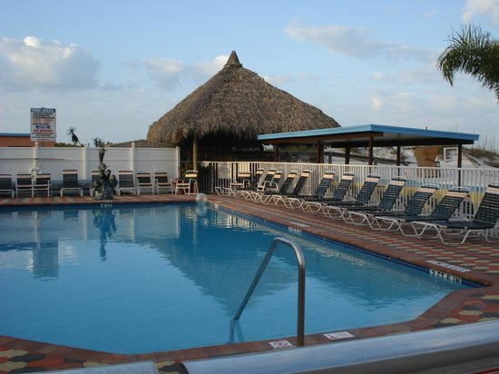 Plaza Beach Hotel - Beachfront Resort: Pool & Tiki Bar