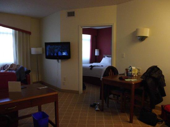 Residence Inn Portland Downtown/Riverplace: door to bedrooom
