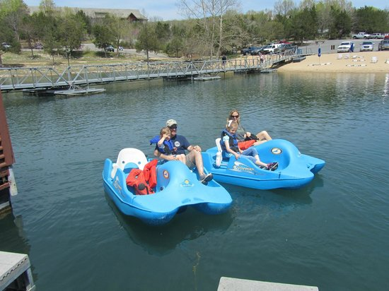 Big Cedar Lodge: Paddle boats free!