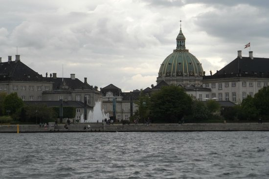 Frederiks Kirke (The Marble Church): Marble Church - view from canal