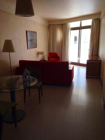Geranios Suites & Spa Hotel: Junior suite lounge